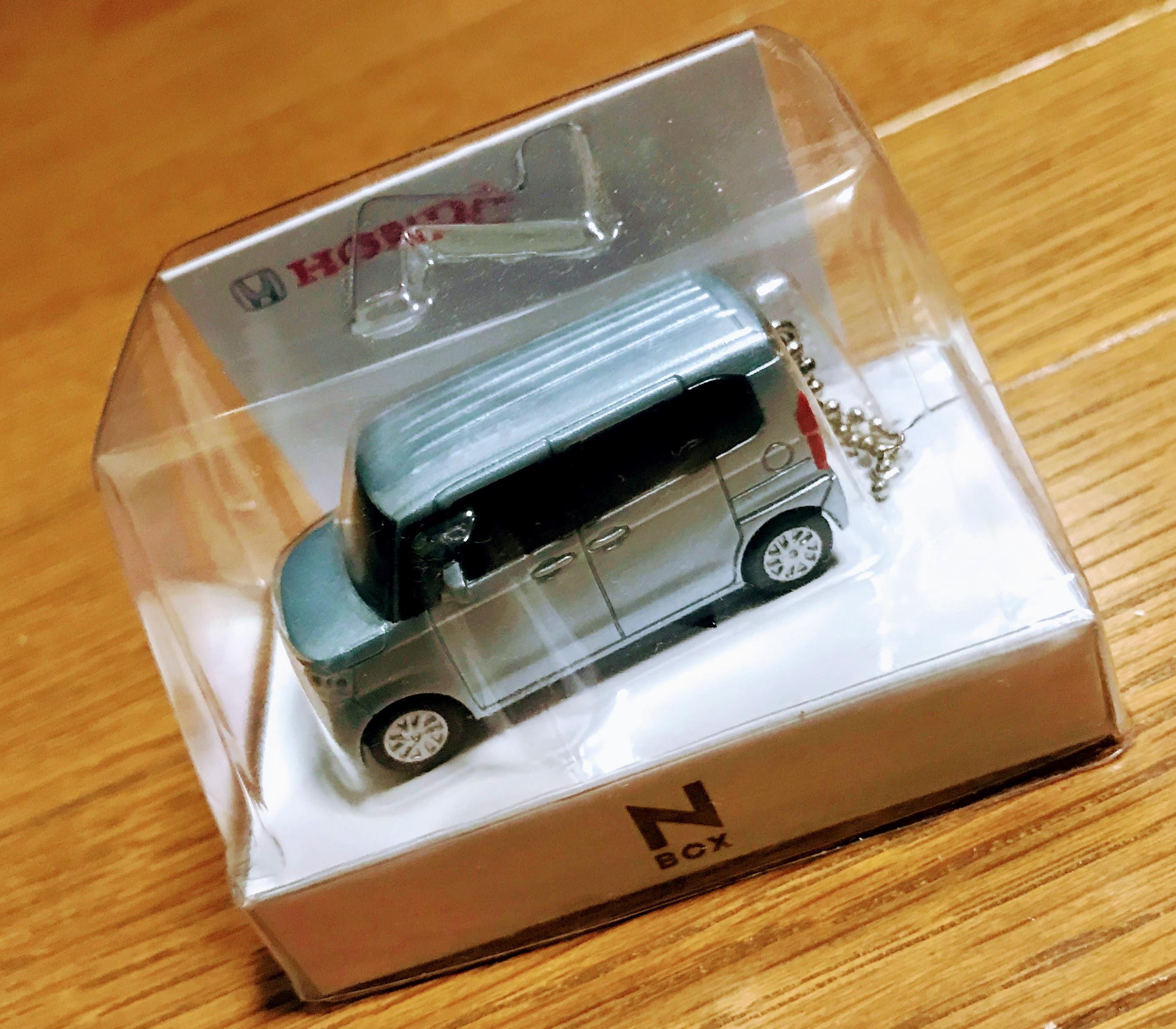 新型N-BOXカスタム契約時にディーラーから貰ったN-BOXのLEDキーホルダー型ミニカー^^