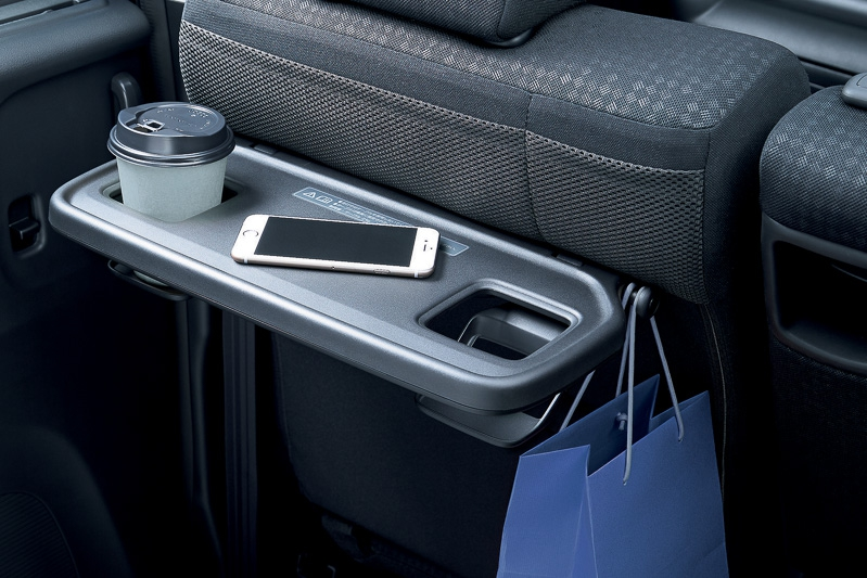 新型N-BOXの純正シートバックテーブルオプションについて。つけるなら助手席側が良いかも^^;