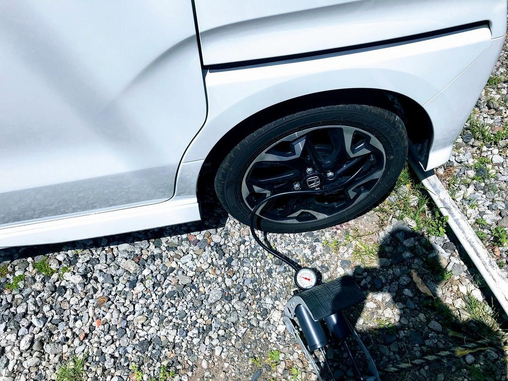 今日はタイヤの日なのでN-BOXの空気圧をチェックしました^^タイヤの日とは?適正空気圧など