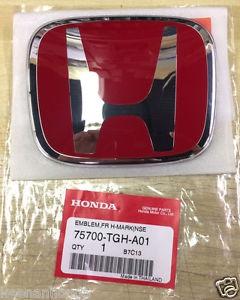 新型N-BOXカスタムにシビックタイプRの赤エンブレム格好いいですね♪