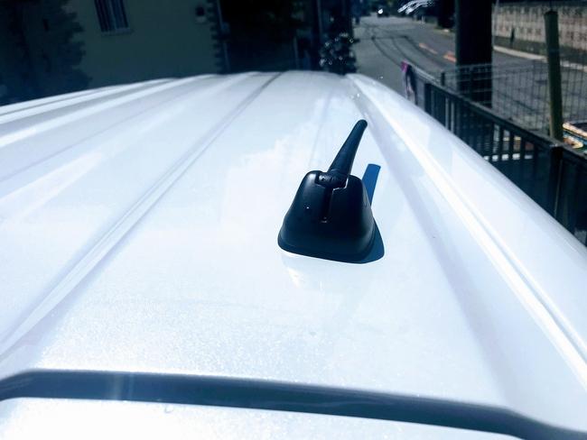 新型N-BOXのアンテナ取付け位置が斜めに曲がってる!?ホンダディーラーに確認してみました^^;