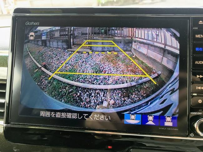 N-BOXのバックカメラに表示される実線や破線の意味について。破線はテールゲート開閉可能ラインを表示しているそうです^^