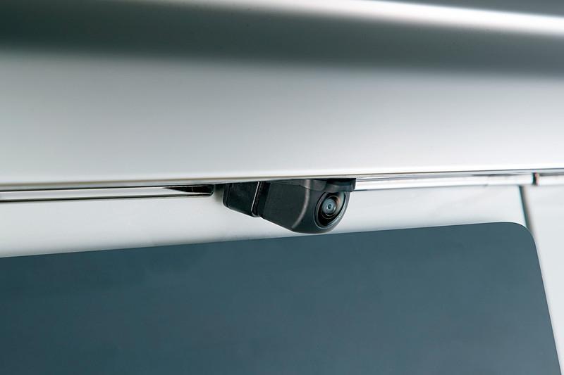 N-BOXの リアカメラの水滴をエア噴射で除去してくれる「リアカメラ no 水滴クリーナー」オプションの工賃込み価格が判明^^;