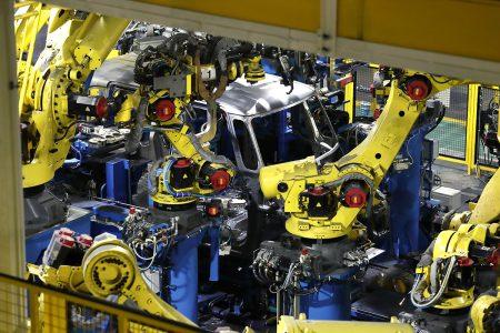 新型N-BOXやN-VANは製造工程も一新!ロボットと熟練工の技を組合せて効率化!鈴鹿製作所潜入レポート記事が興味深い^^