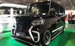 大阪オートメッセで初公開されたSANCTUARYの新型N-BOXカスタム(JF3)のエアロパーツが凄いインパクト!!