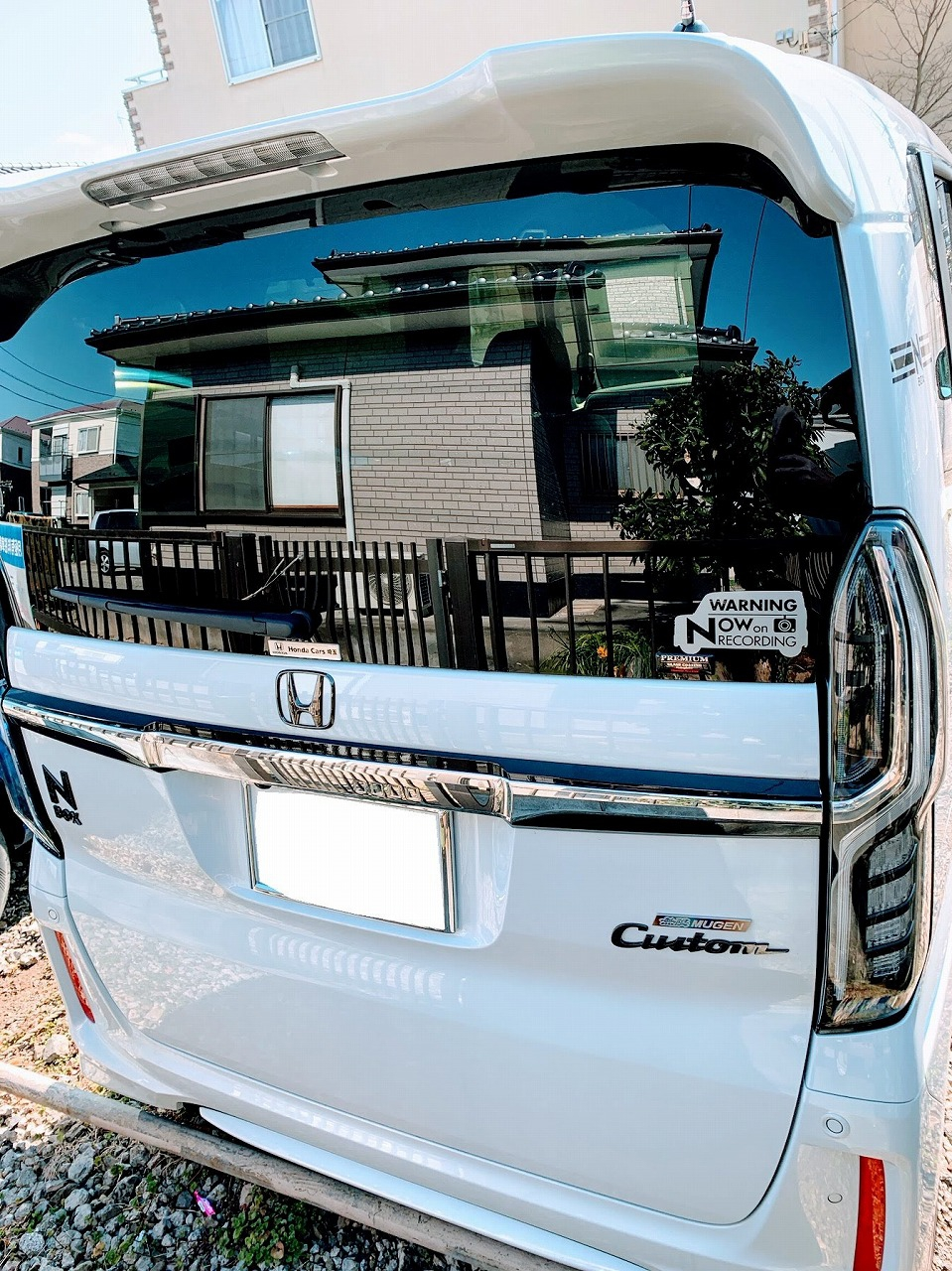燃費達成や低排出ガス車のシールを剥がしてN-BOX(JF3)デザインのドラレコ録画中警告ステッカーを貼ってみた♪