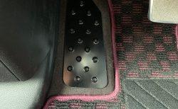愛車のN-BOXカスタムターボ(JF3)にブラックのアルミフットレストを装着しました♪