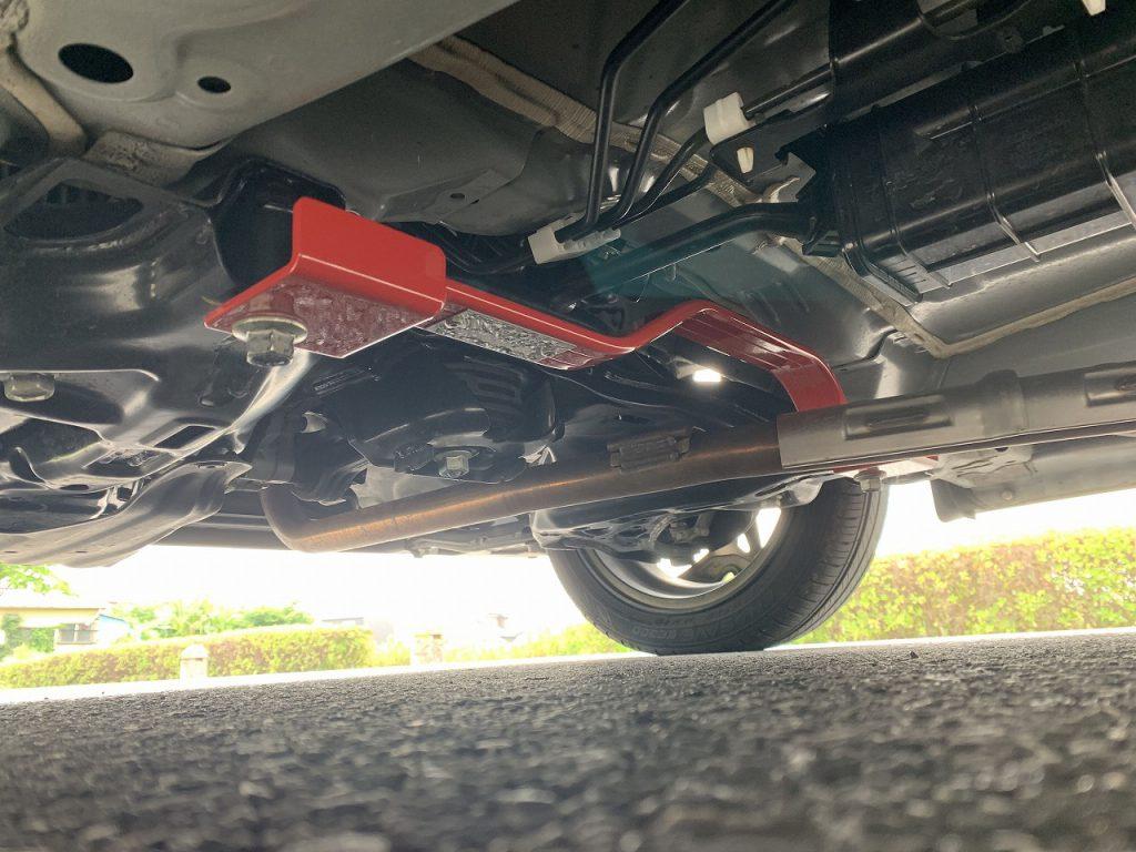N-BOXカスタムターボにボディ補強パーツ「タナベ・アンダーブレース(UBH38)」を装着しました!走りがどう変わったのか?短評レビュー^^