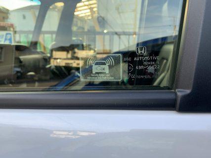 N-BOXカスタムに米国ホンダ純正セキュリティ&イモビライザーステッカーを貼りました♪貼って良い場所が決まってますので注意も必要です^^;