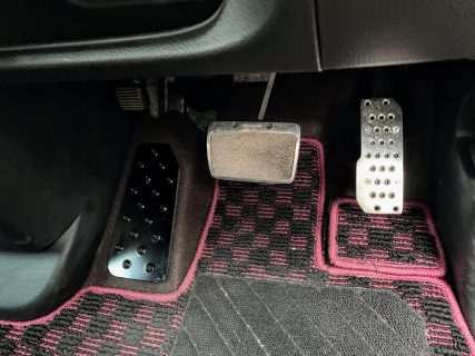 愛車N-BOXカスタムに装着したアルミフットレストを一ヶ月使ってみての使用感レビュー♪