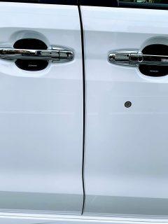 愛車N-BOXカスタムのドアエッジモールを貼り替えました^^