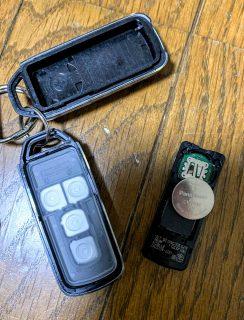 新型N-BOXカスタム(JF3)のHondaスマートキーが切れかかったので電池交換しました^^電池の種類や寿命、値段は?