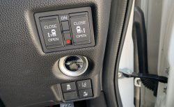 新型N-BOX/N-BOXカスタム(JF3,JF4)のエンジンスタート/ストップボタンの位置が右にあるメリット・デメリット^^;