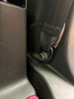 N-BOXのボルト剥き出しを隠すホンダ(純正) シートベルトアンカーカバーを買ってみました^^