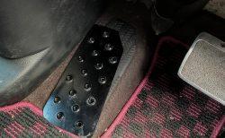 愛車N-BOX(JF3)のアルミフットレストが外れたの取付け直しました(^_^;)