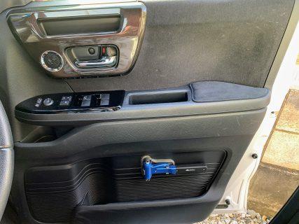 N-BOXに脱出用ハンマーを取付けました^^「メルテック レスキューハンマー FT-16 」 商品レビュー&取付け位置などレポート