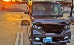 バタフライシステムのフロントグリルカバーを装着したN-BOXカスタム(GLターボ/グレーメタリック)を紹介!