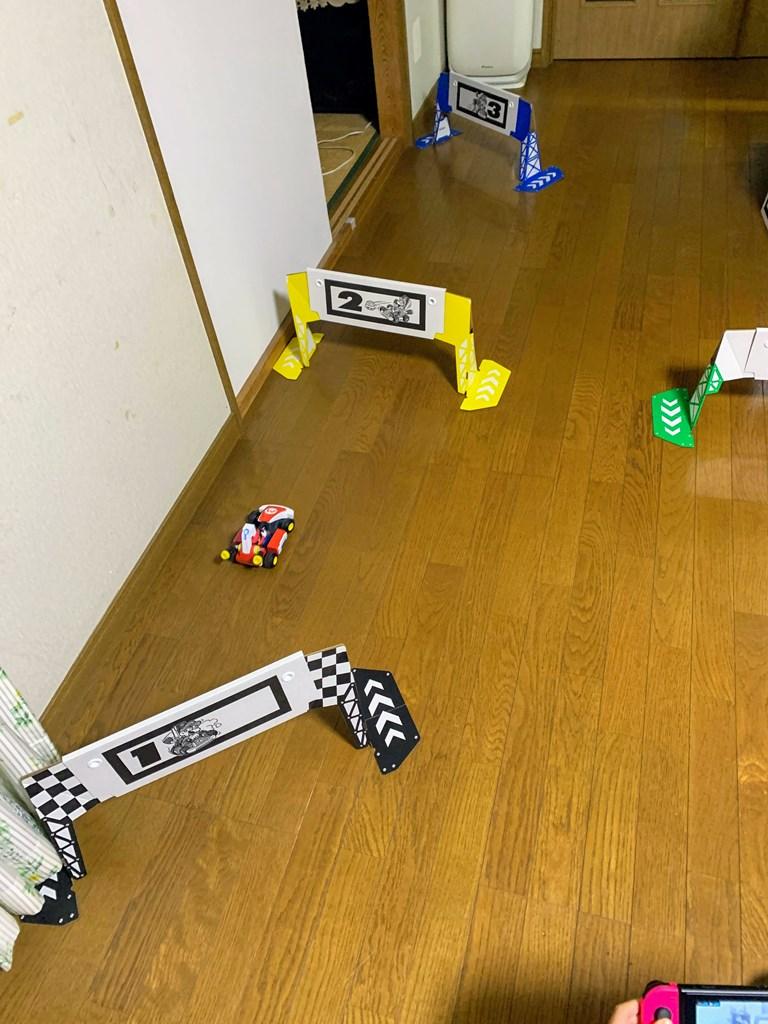 家の中がサーキット!ラジコン的に実際に走らせてて遊ぶNintendo Switch「マリオカート ライブ ホームサーキット」が楽しい^^ただし注意点も。。