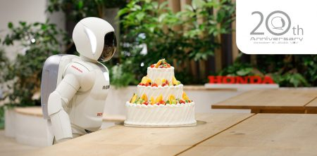 ASIMO20歳の記念ムービー公開中!特設サイトでPC・スマホ向けASIMOオリジナル壁紙もダウンロードできます^^