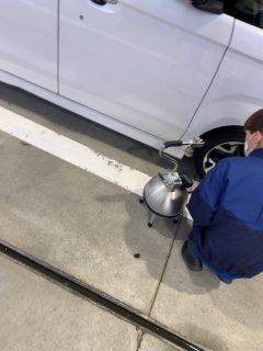 タイヤの空気圧チェック・調整って大事です^^タイヤの空気は1ヶ月間で10~20kPaが自然に抜けるといわれています
