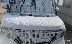 愛車N-BOXカスタムを今年最後の手洗い泡洗車でピカピカにしました^^