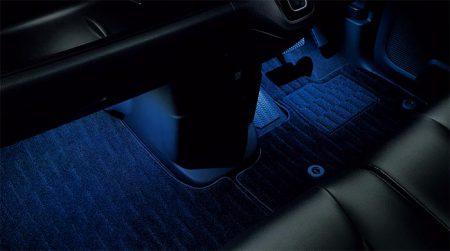 後期モデルのN-BOXホンダ純正アクセサリーのブルーライトのLEDイルミネーションフットライトがオシャレ♪