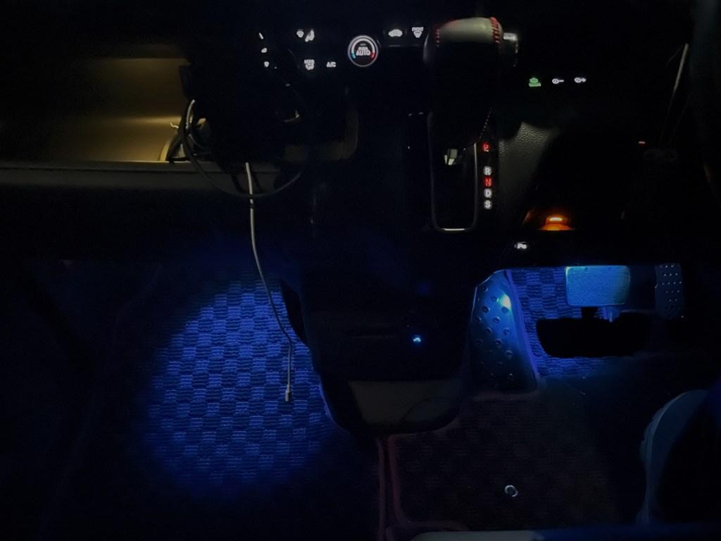 N-BOXカスタムの純正LEDフットライトを加工してブルーライトにしてみました♪