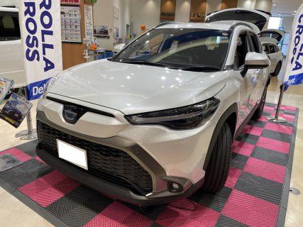 トヨタ新型カローラクロスの色違いボディカラー色違い3車両の展示車を見てきました(^^)